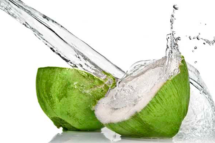 A água de coco beneficia quem faz atividade física