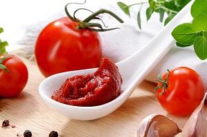 Conheça as características do extrato de tomate, um coringa na cozinha
