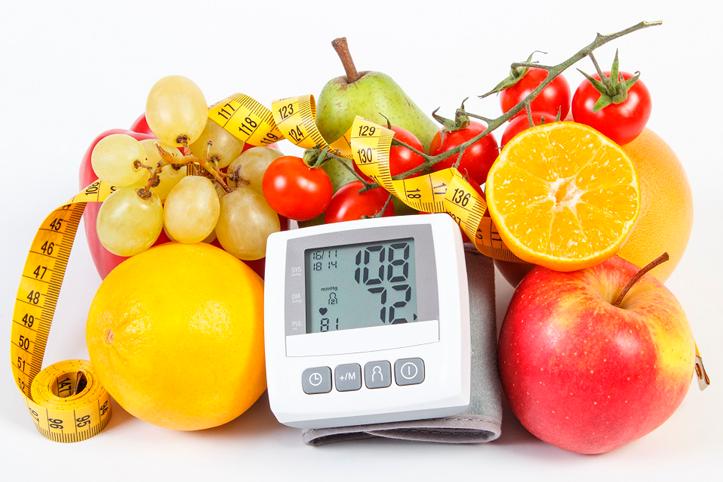 Como controlar a hipertensão com uma alimentação saudável?