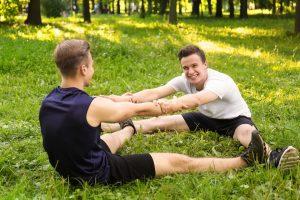 Exercícios para fazer em dupla: alongamentos