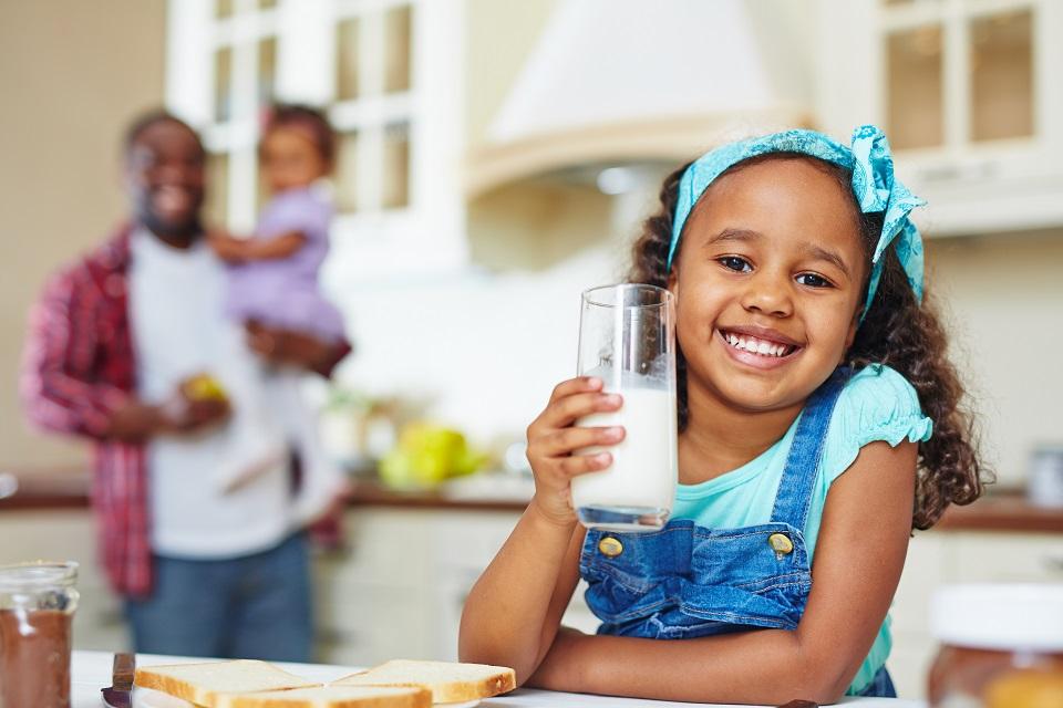 Crianças e adolescentes podem consumir leite desnatado?